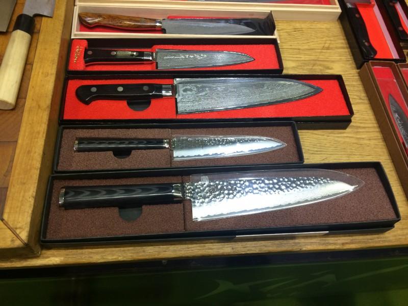 Kin Knives3