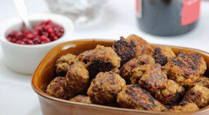 Meatballs with Cream Sauce (Kottbullar med graddsas)